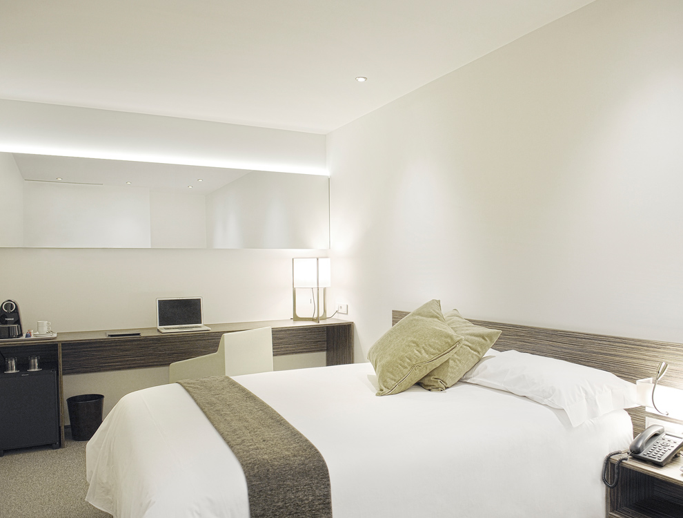 5-AIR-ROOMS-T4-MAD-AIRPORT-UP-TO-YOU-STUDIO-HOSPITALITY-&-LEISURE
